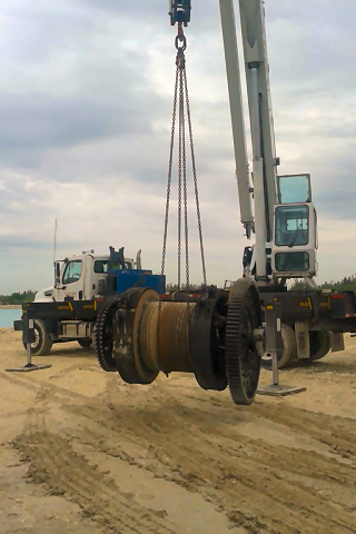 Cranes For Lifting & Transporting Heavy Machinery In Miami FL